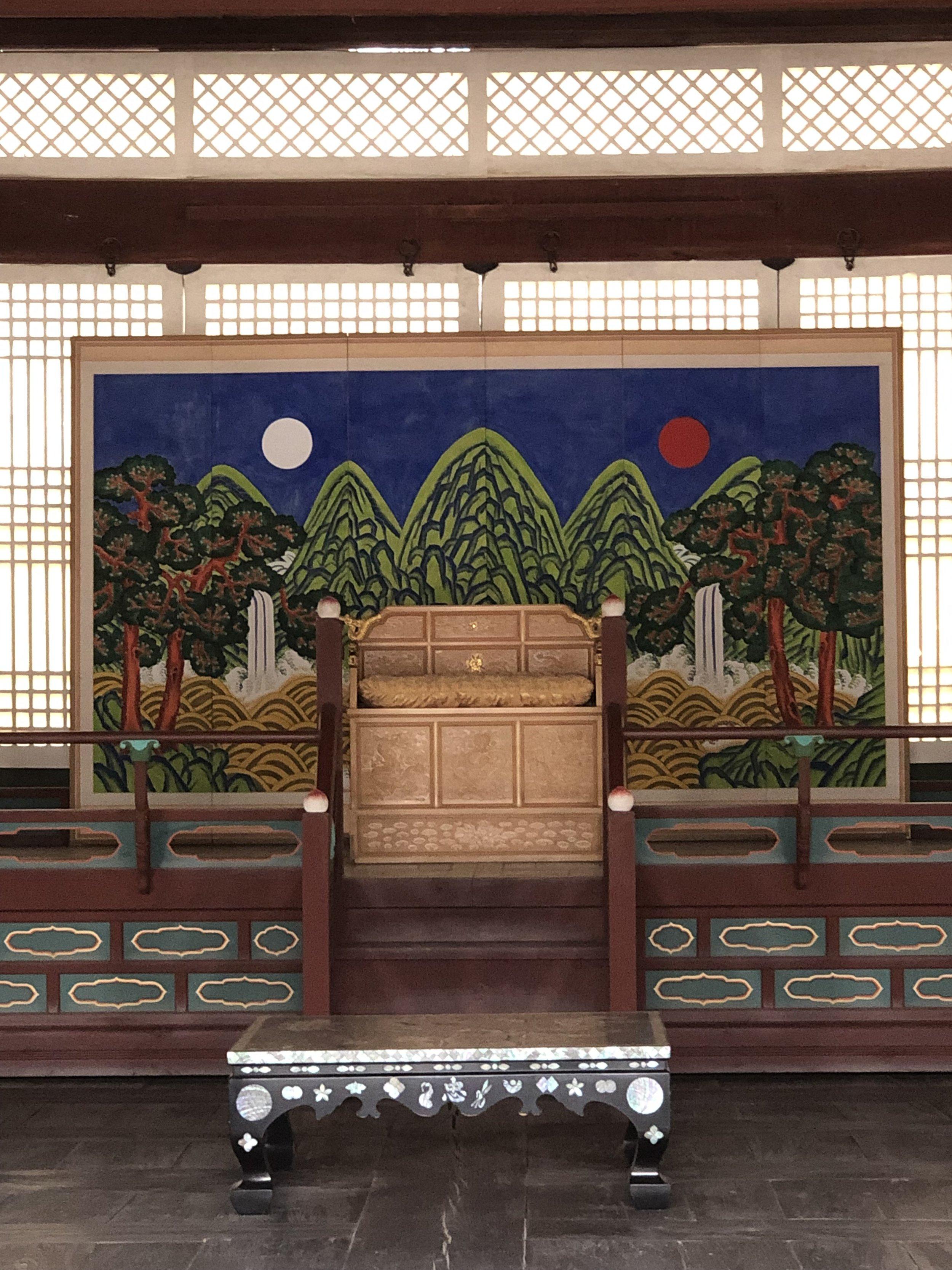 The national symbol of Korea at Gyeongbokgung Palace (Seoul)