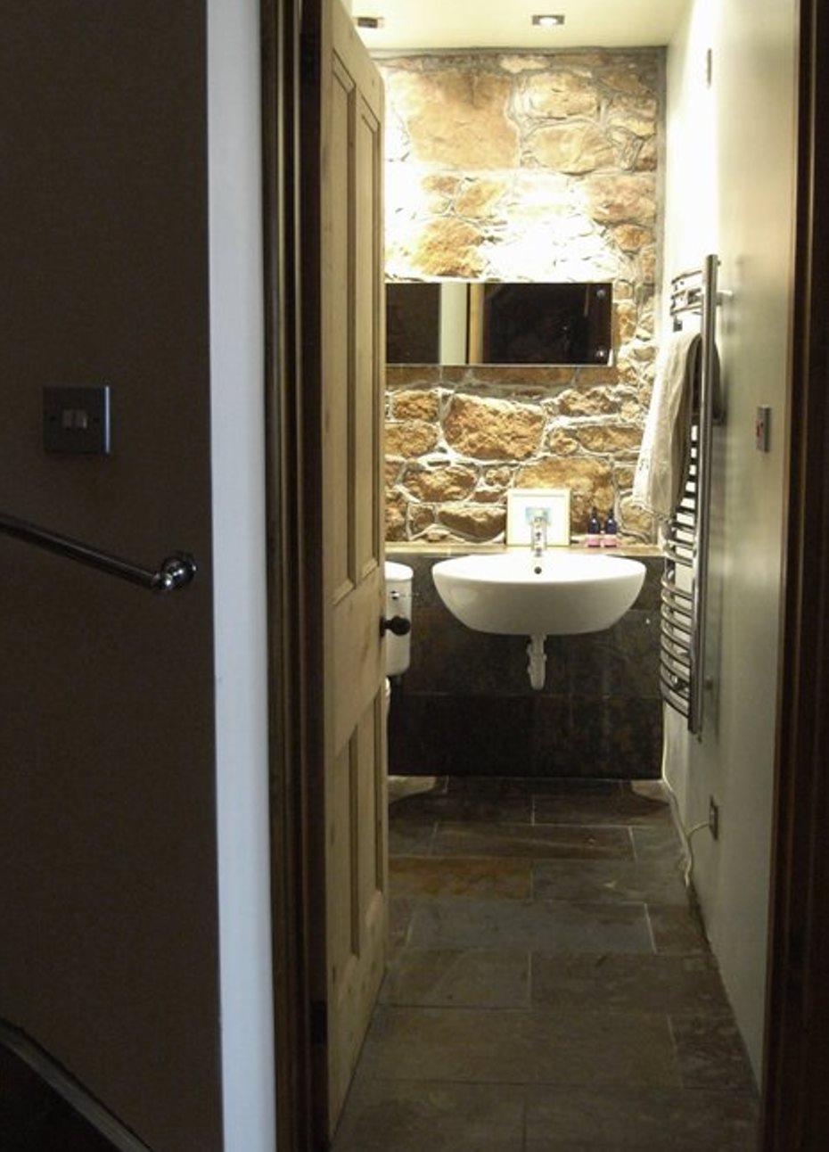 CROFT BATHROOM 2.jpg