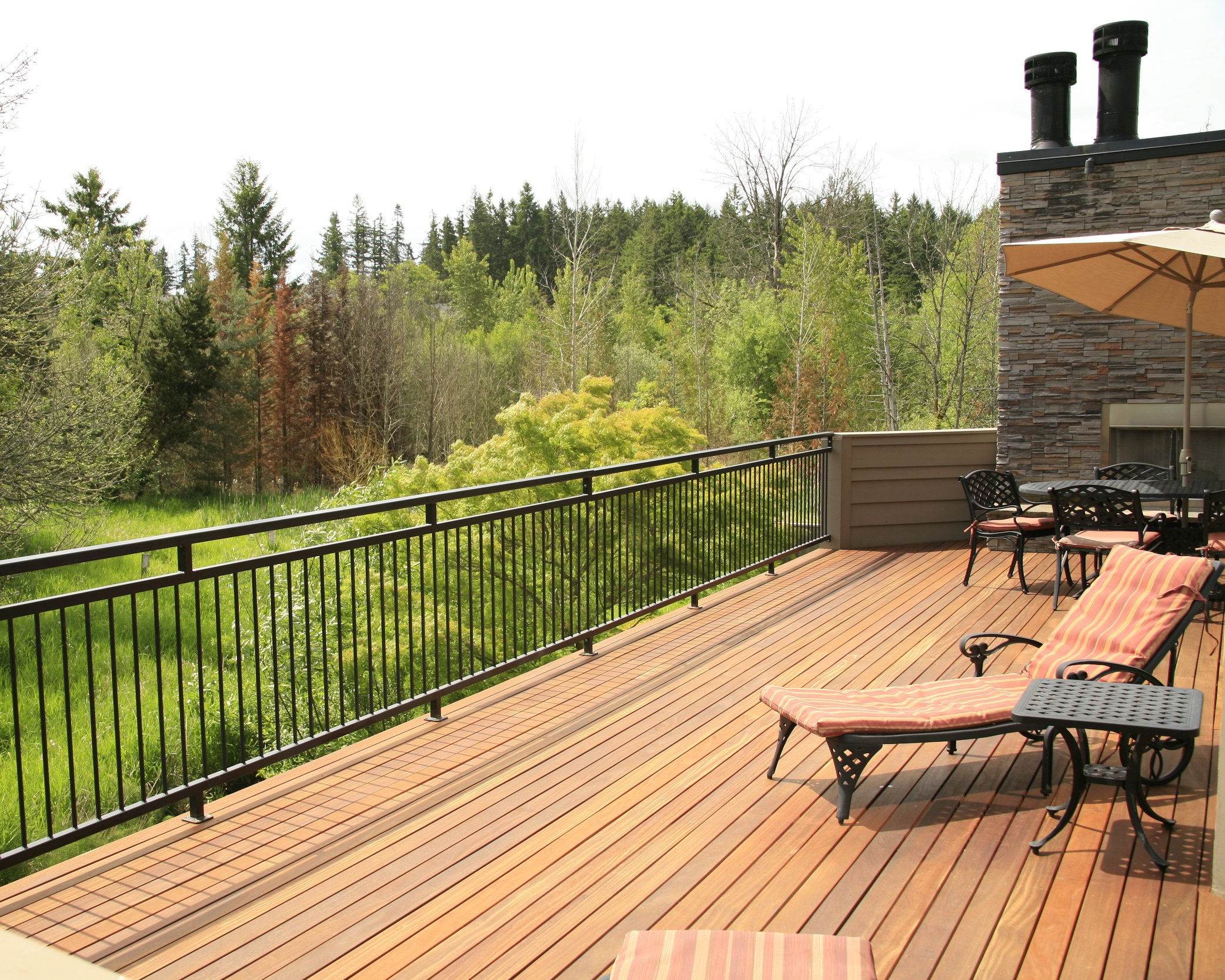 Hardwood Decking - Meranti Batu, Angelim Pedra, Ipe, Cumaru, Tigerwood and Massaranduba