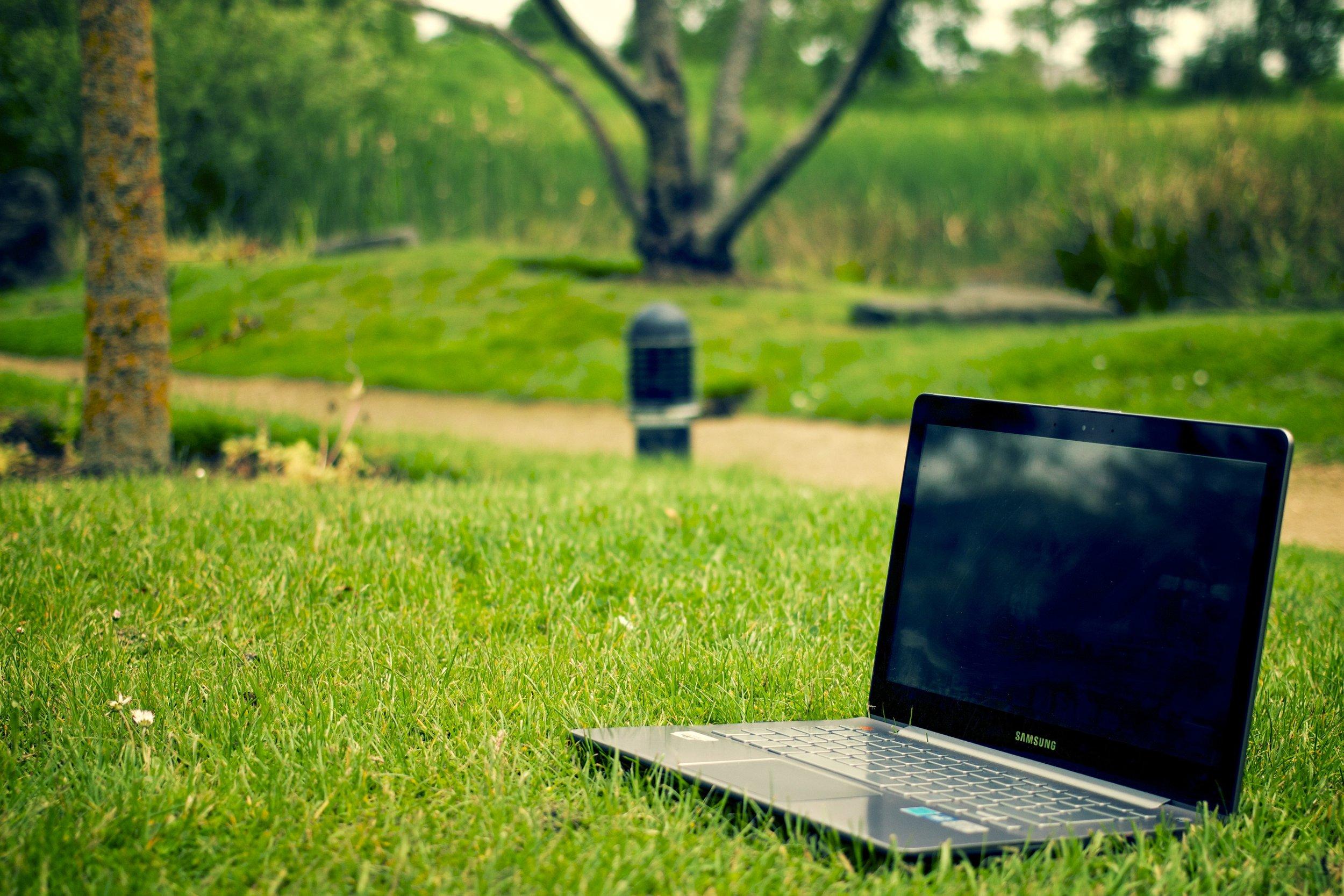 laptop-notebook-computer-work-tree-nature-949610-pxhere.com.jpg