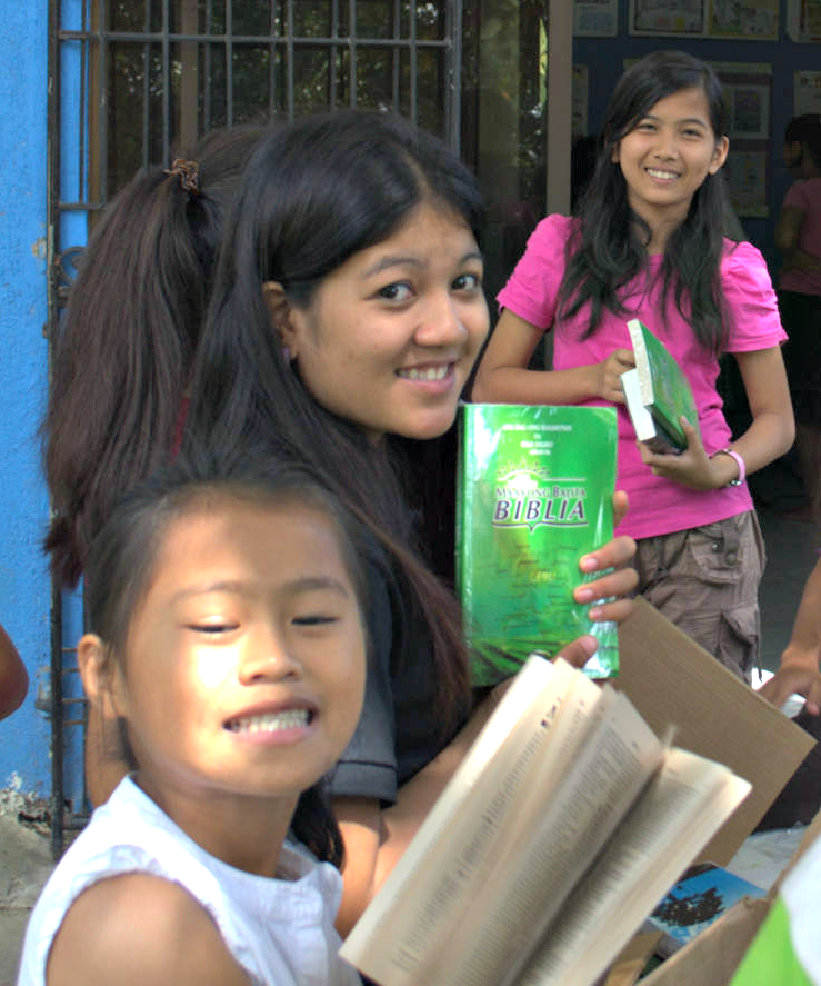 Banhaw received Bibles in Cebuano language