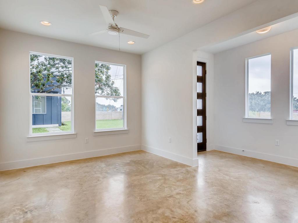 204 A Monotopolis Austin TX-005-008-Living Room-MLS_Size.jpg
