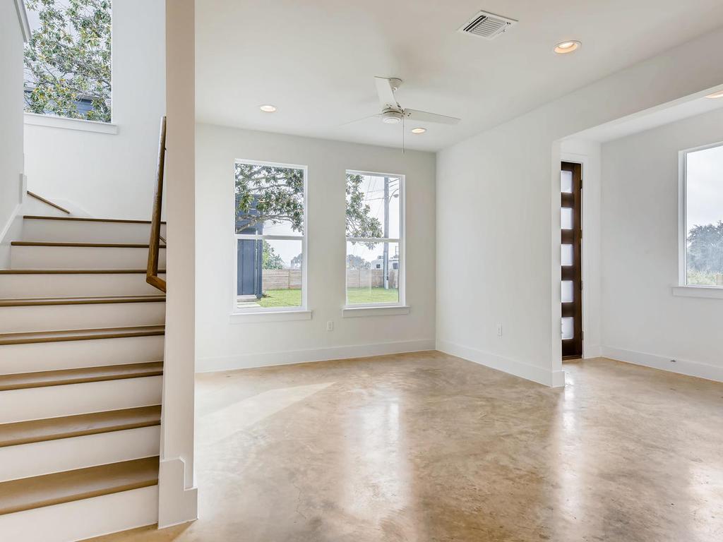 204 A Monotopolis Austin TX-007-007-Living Room-MLS_Size.jpg