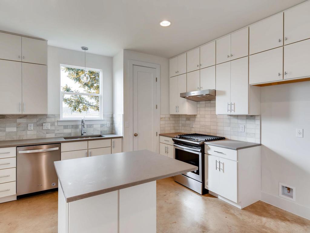204 A Monotopolis Austin TX-008-012-Kitchen-MLS_Size.jpg