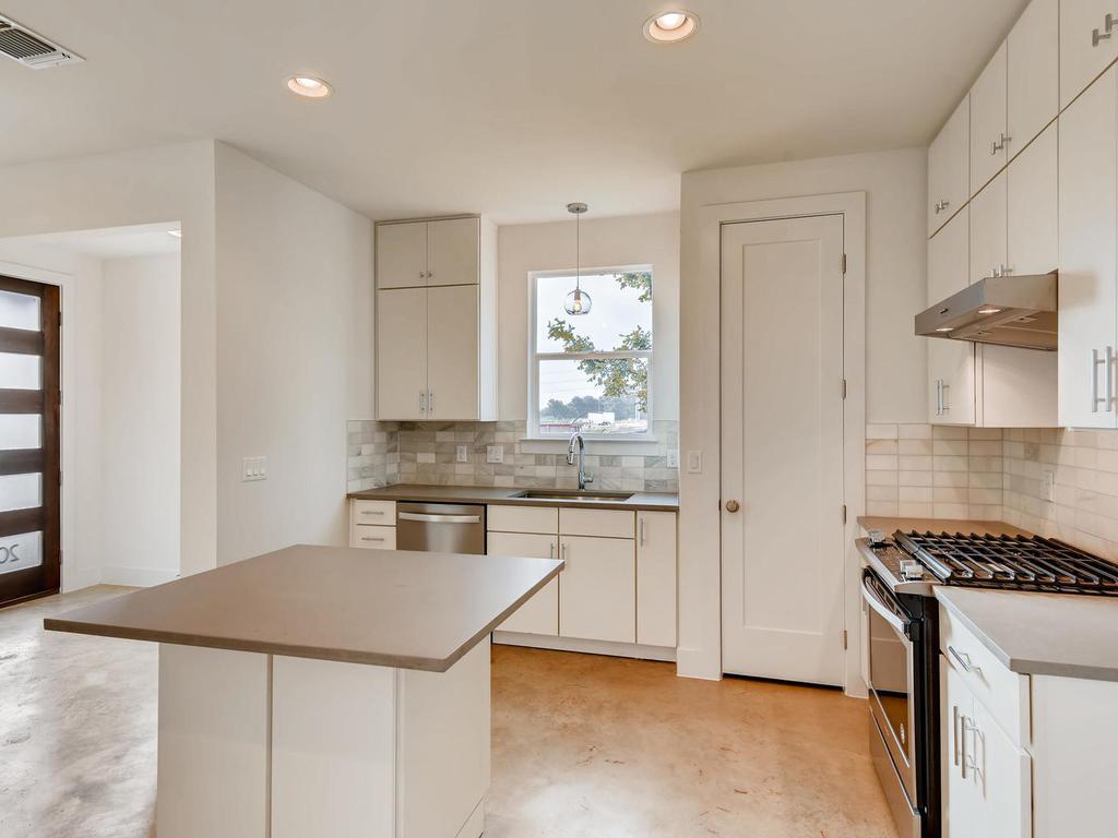 204 A Monotopolis Austin TX-009-009-Kitchen-MLS_Size.jpg