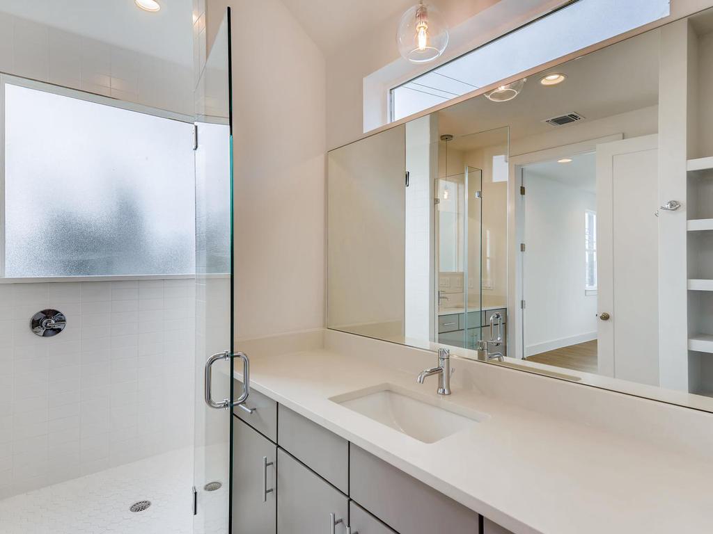 204 A Monotopolis Austin TX-016-019-2nd Floor Master Bathroom-MLS_Size.jpg