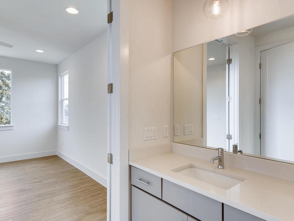204 A Monotopolis Austin TX-017-004-2nd Floor Master Bathroom-MLS_Size.jpg