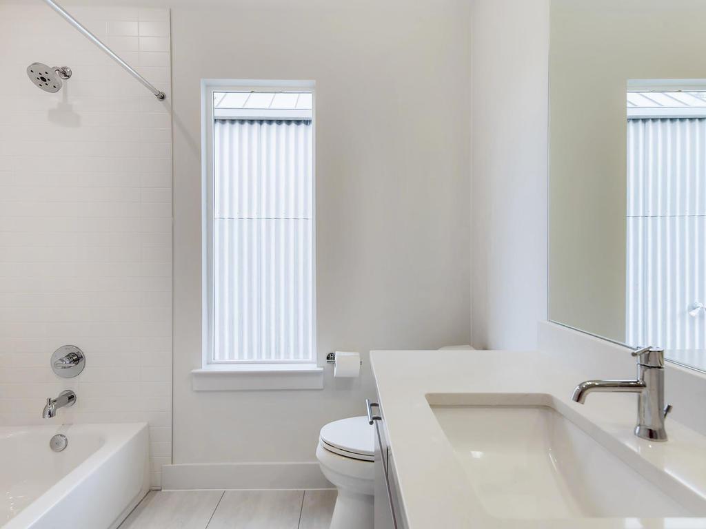 204 A Monotopolis Austin TX-024-022-2nd Floor Bathroom-MLS_Size.jpg