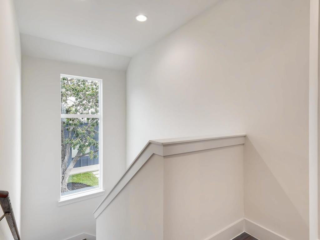 204 A Monotopolis Austin TX-025-024-2nd Floor Hallway-MLS_Size.jpg