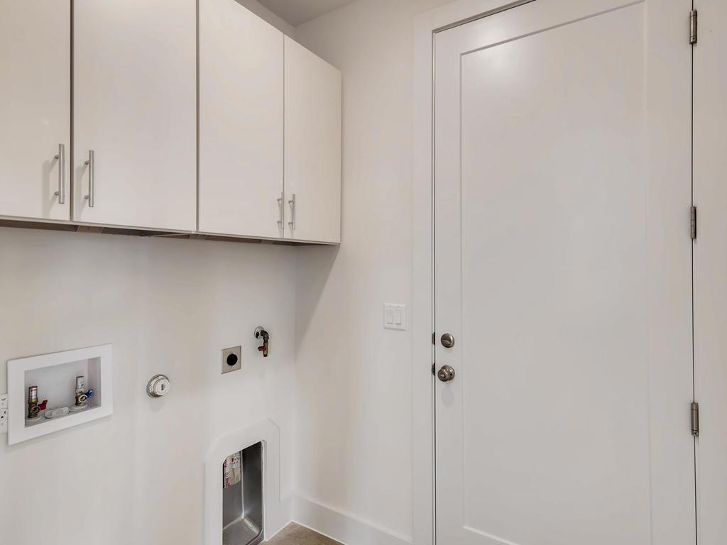 204 A Monotopolis Austin TX-026-017-Laundry Room-MLS_Size.jpg