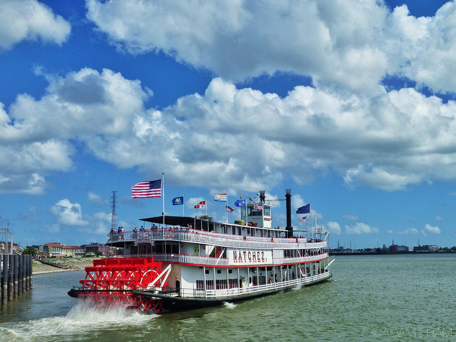 Riverboat_NewOrleans.jpg