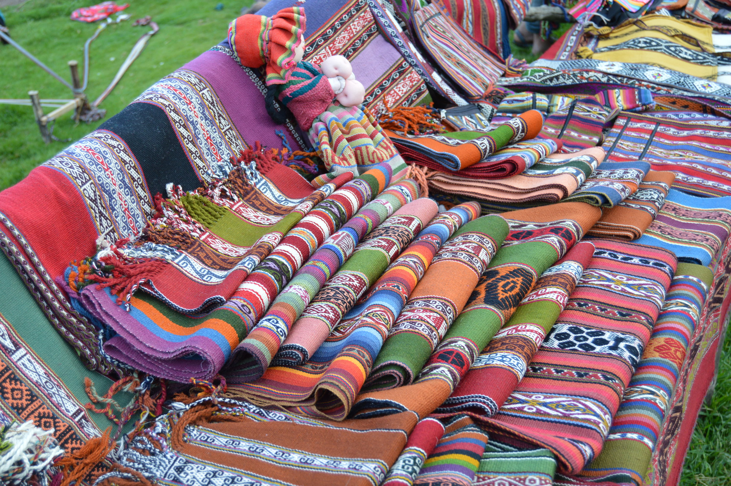 Goods hand-made by the Amaru community can be bargained for (optional)