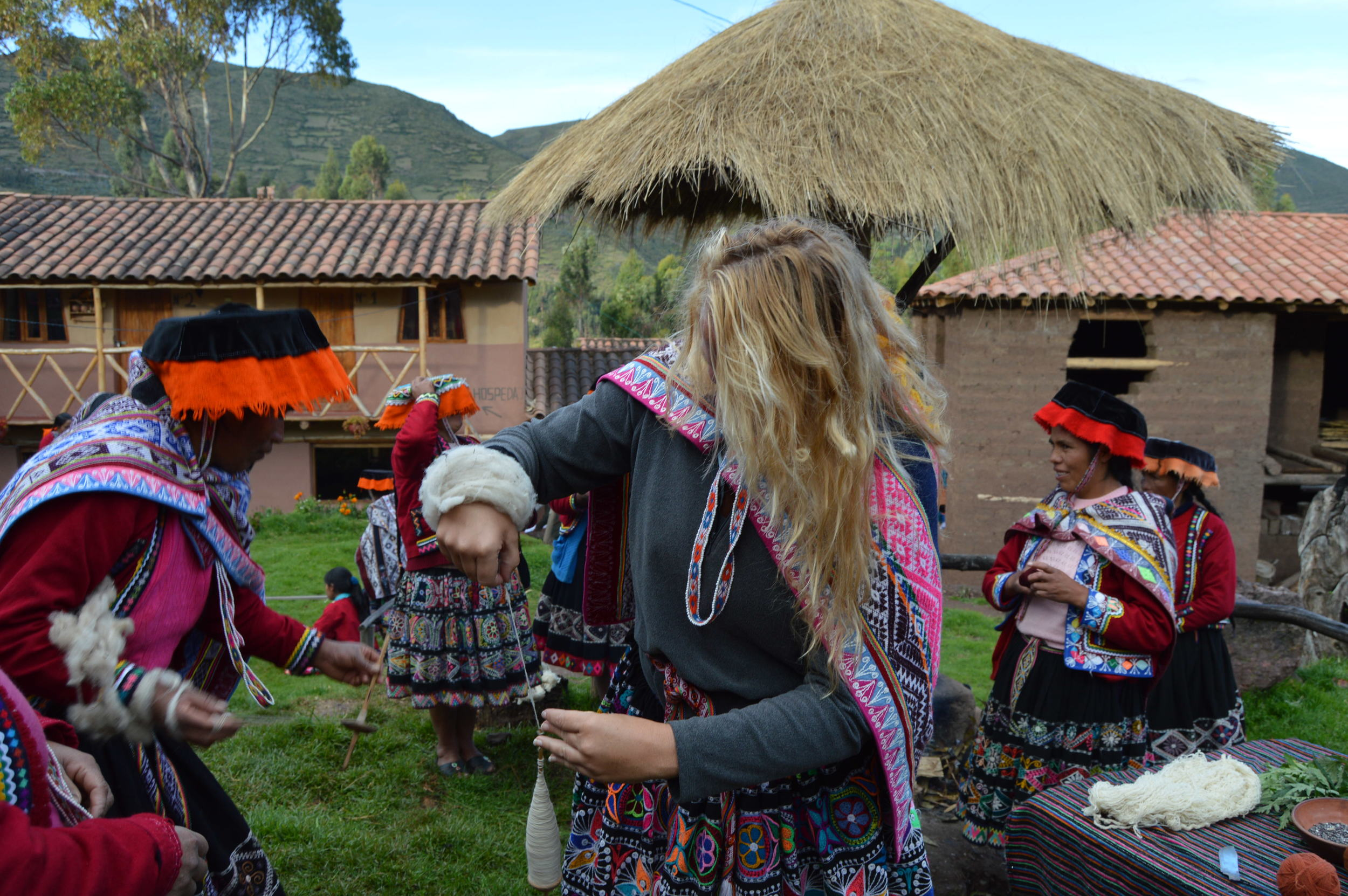 Demonstration and participation in the ancestral wool spooling process