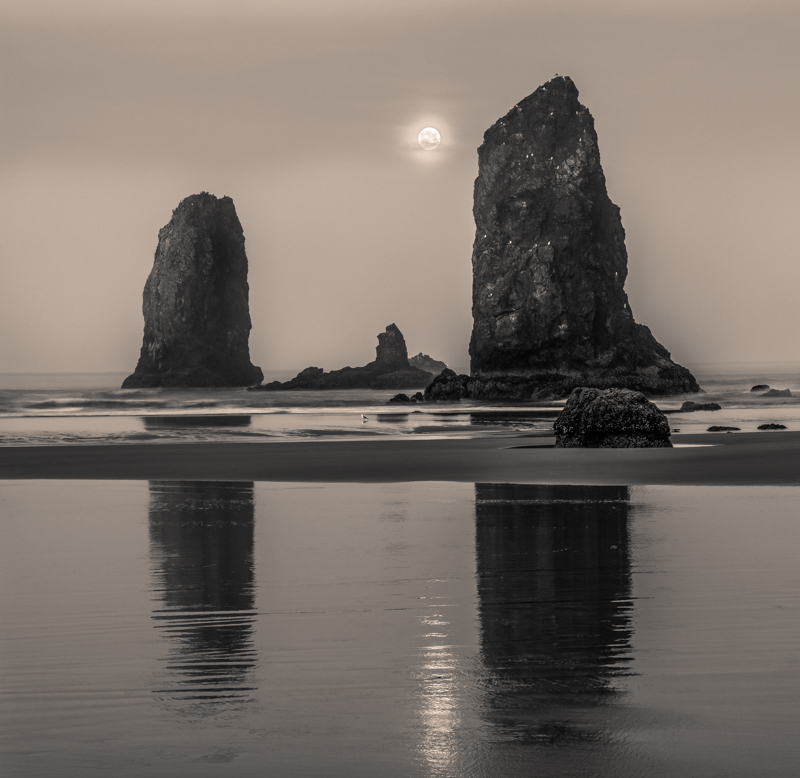 Cannon Beach Canon EOS IDS Mark III 84mm 4sec f20 ISO 100 2 stitched images