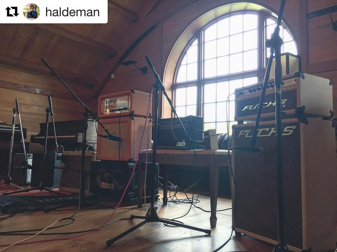 #Repost @haldeman with @repostapp  ・・・  Amp lineup for @blasteroidband guitar tracking: bell & howell filmosound, '55 fender pro, orange rockerverb 50, the crate g20cxl, fender mini tone master, fuchs overdrive supreme.    #thefarmstudio