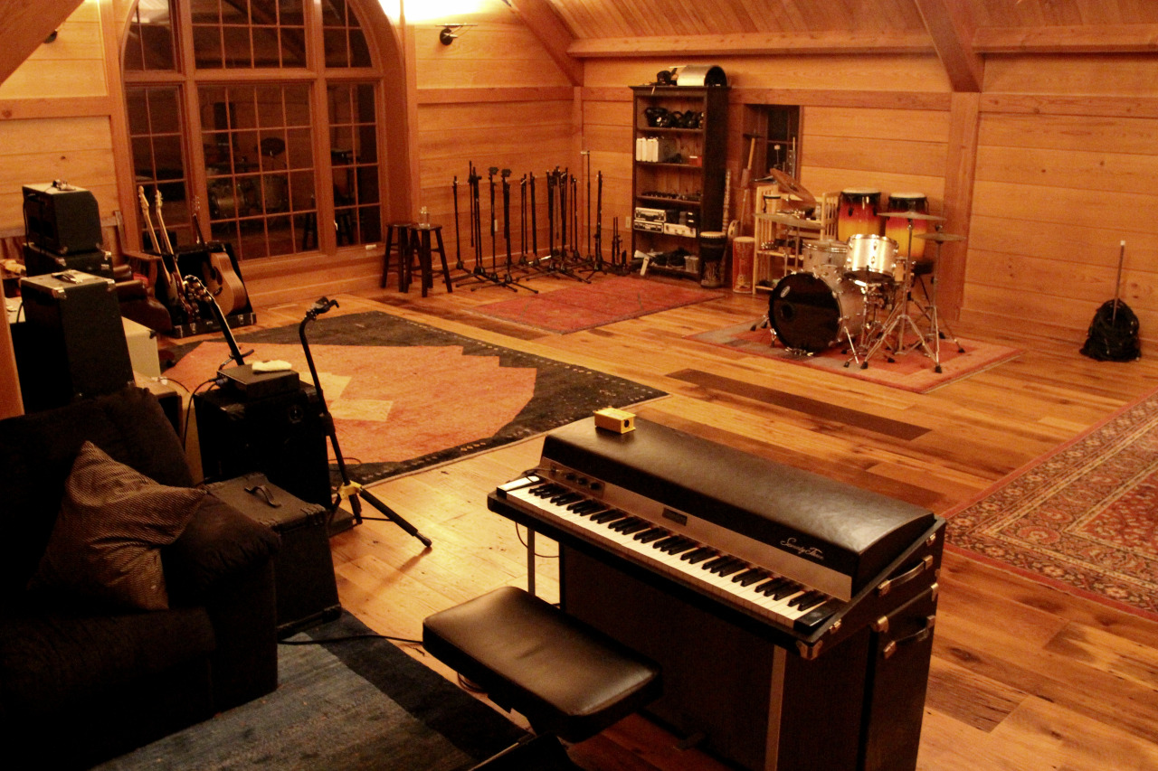 Rhodes in the live room (photo by ET)