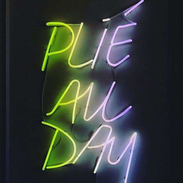....and stay inside cause today is a HOT one, ladies! 🔥 ☀️ . . #saturdaymorning #workout #hoboken #barre #babesthatbarre #meetusatthebarre #plie #firstposition #pilates #matclass #barreclass #fitchick #squat #cardio #lift #pulse #small #movements #nj #hudsoncounty #selflove #neon #lights #classes #girls #women #female #empowered #love #smile