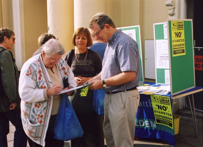 43petition_signing_800x579.jpg