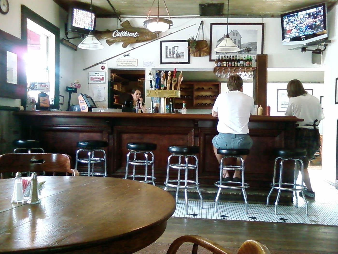 Wolf Creek bar inside_web.jpg
