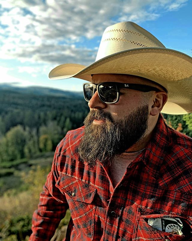 Gigs this week:  Wednesday - Luke Bryans 1st floor with @royalelynnmusic  2 to 6  Friday - Tin Roof Demonbreun with @ianmcconnellmusic and special guest 7 - 10  Rock and roll! #nashville #artist #beard #stetson #rayban #redman #cowboyhats #flannel #songwriter #music #bluesky #rockandroll  @marcorietmusic 📸