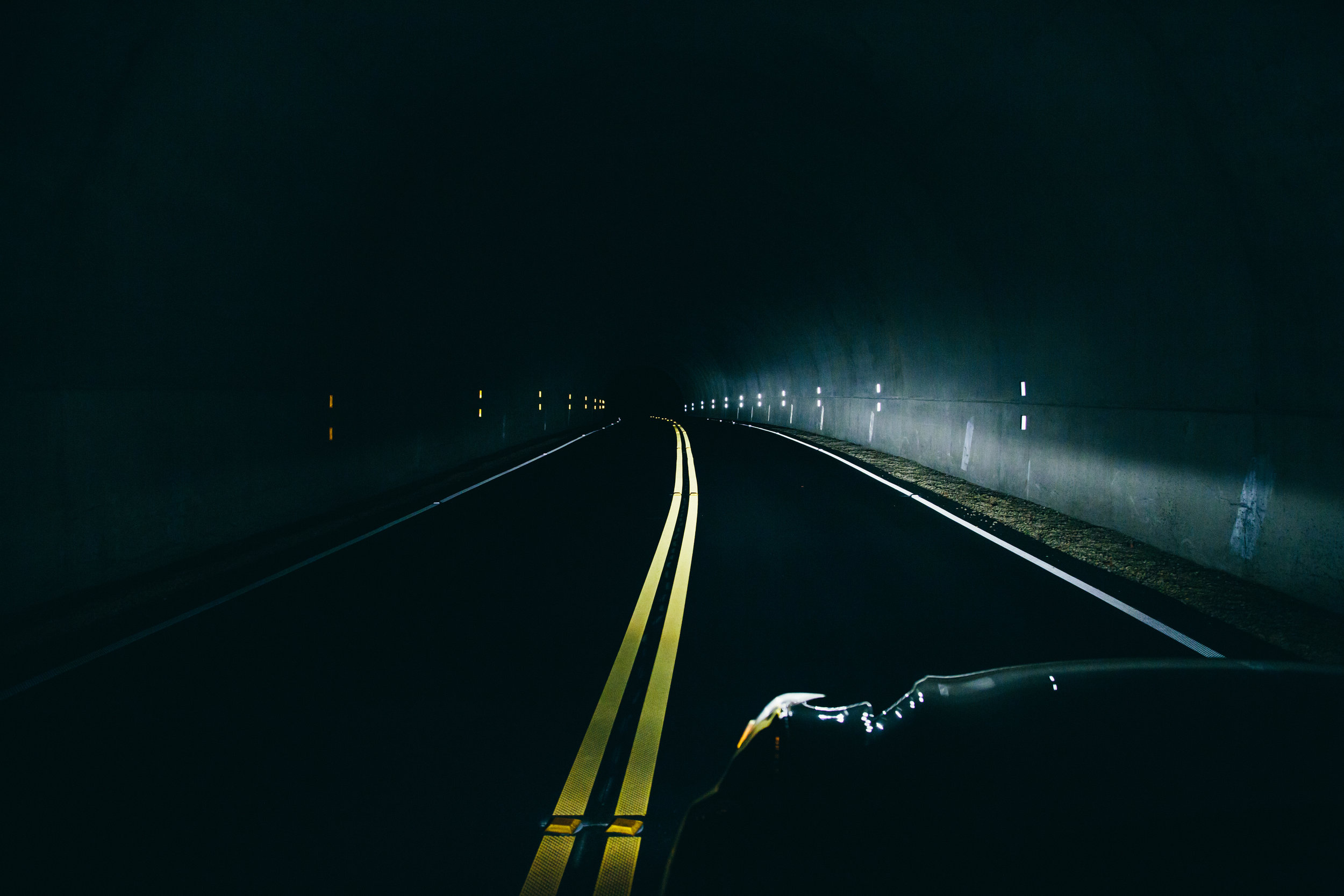 long-exposure-dark-road