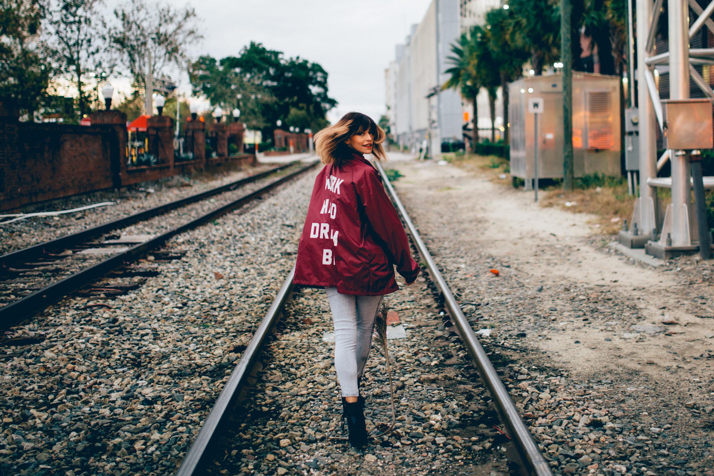 photographer-railroad-portrait-yessy-rivera