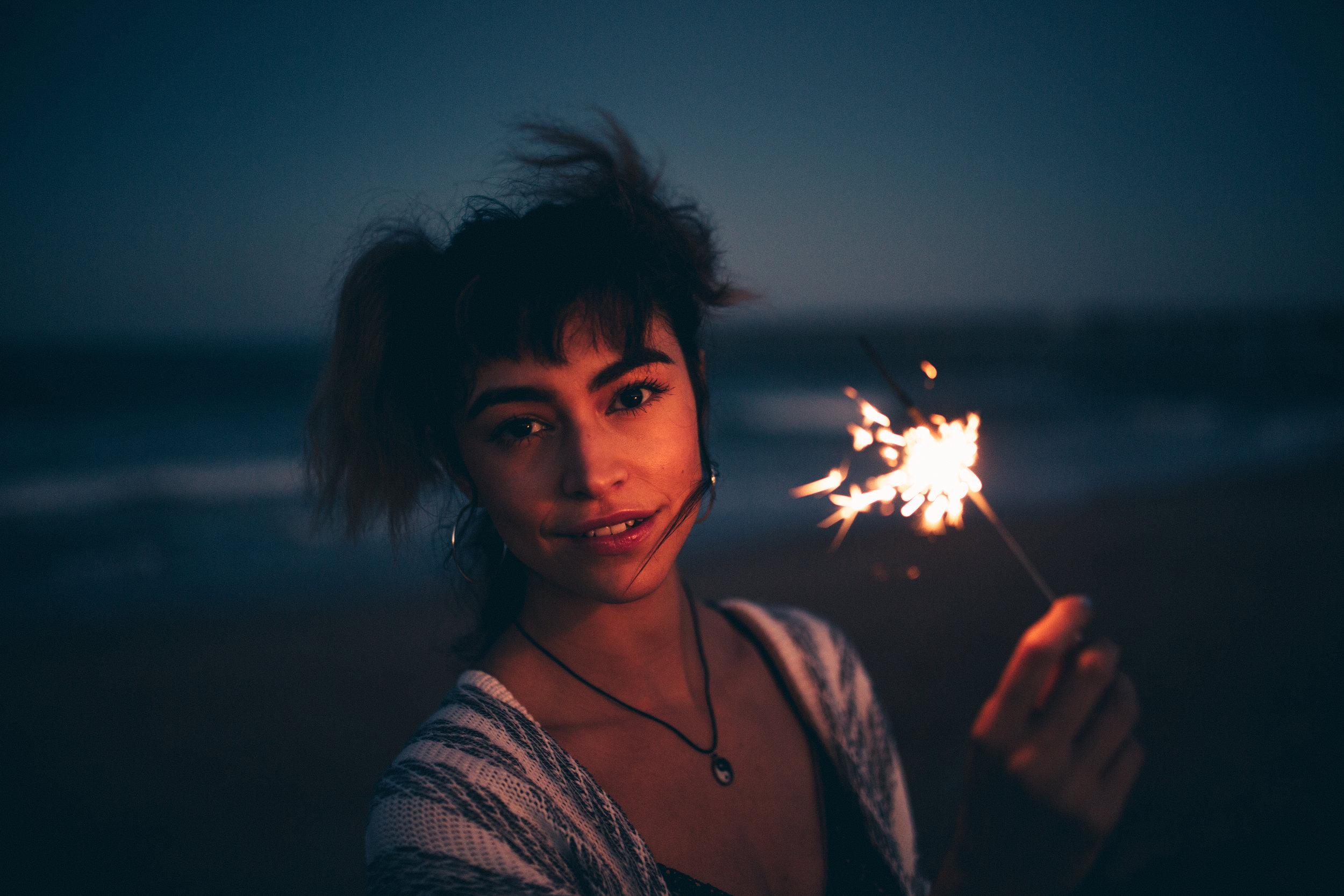 florida-flagler-beach-sparklers-photographer-ocean