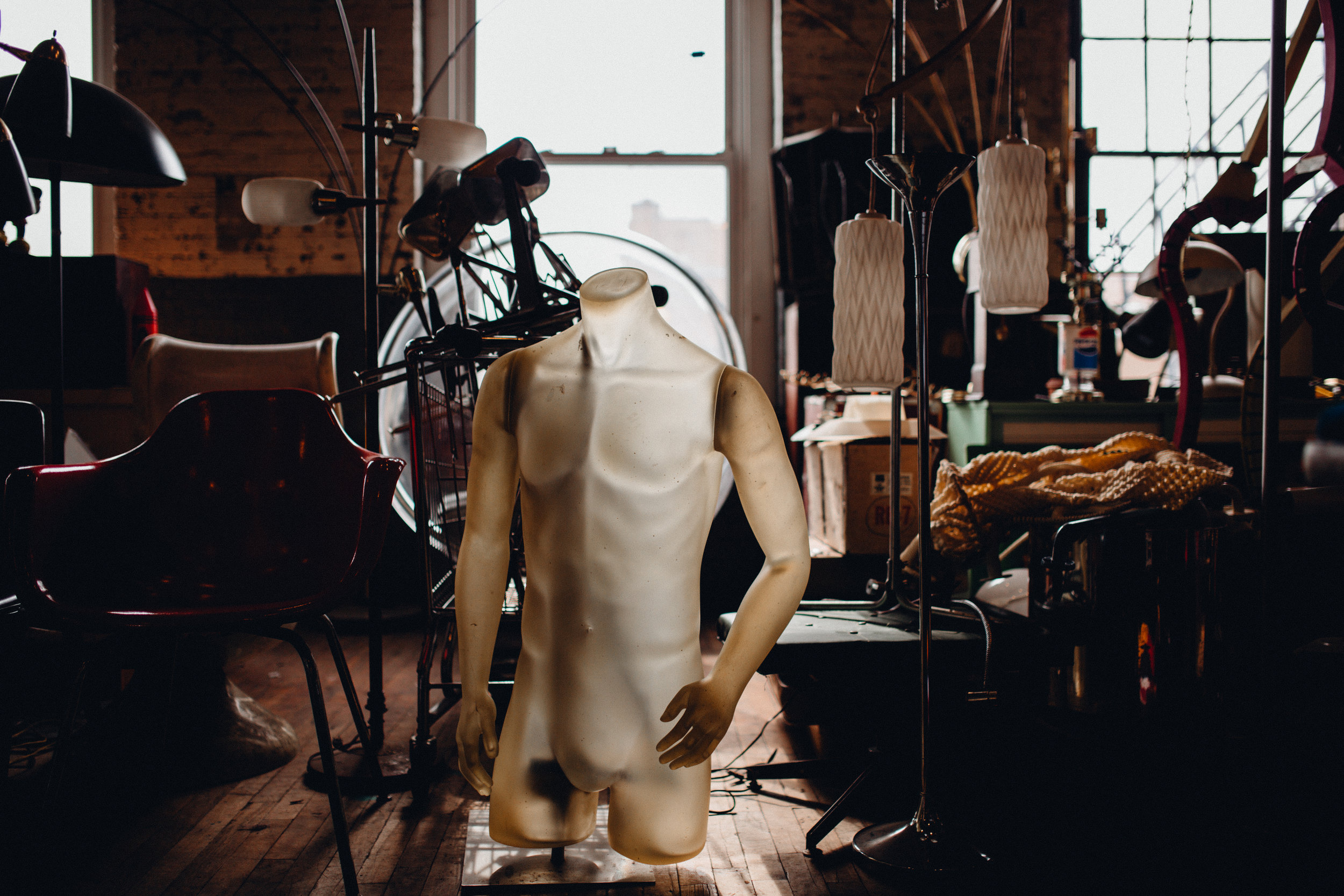 Cincinnati-lifestyle-portrait-thirft store-photographer
