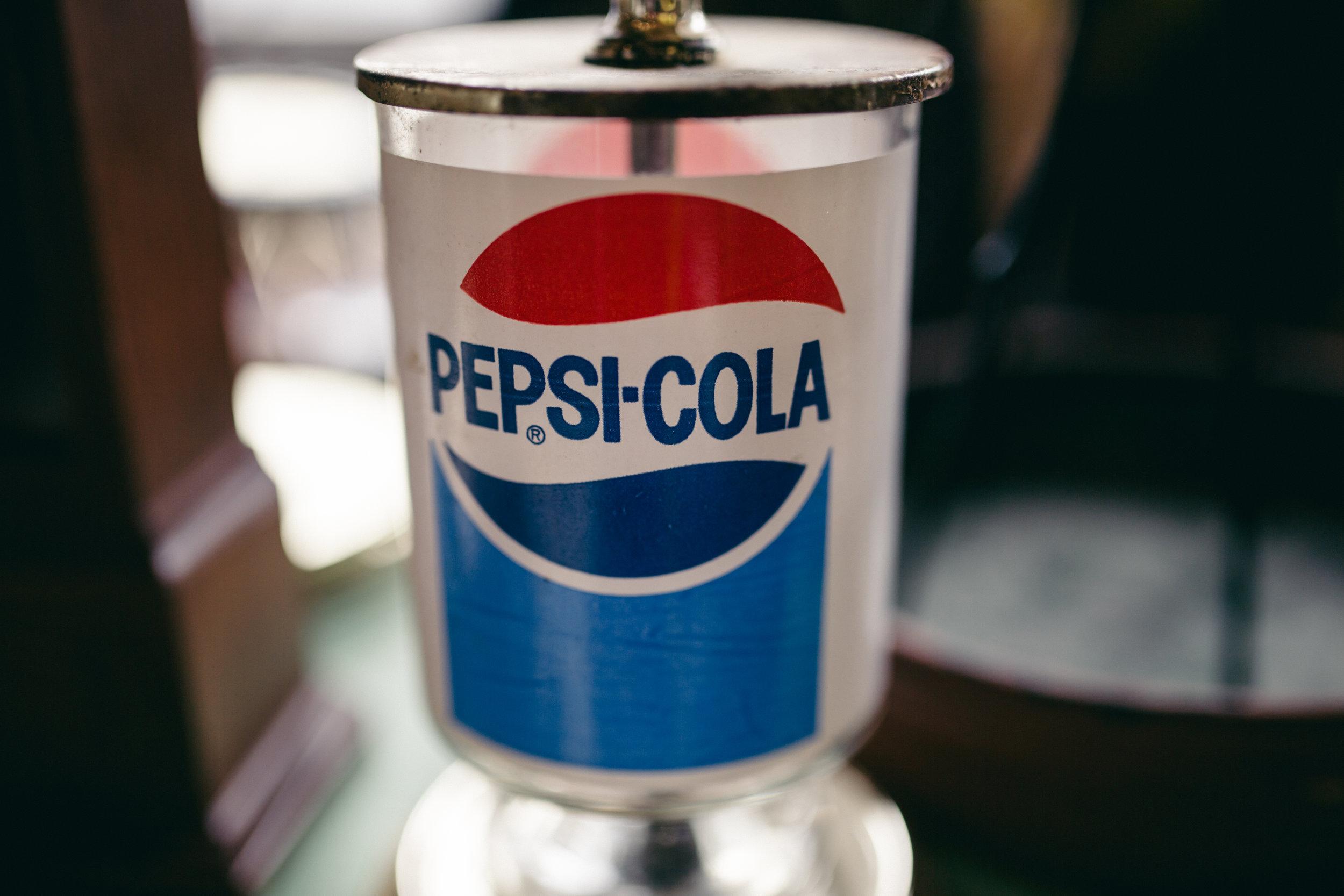 Cincinnati-lifestyle-portrait-thirft store-photographer-pepsi-cola