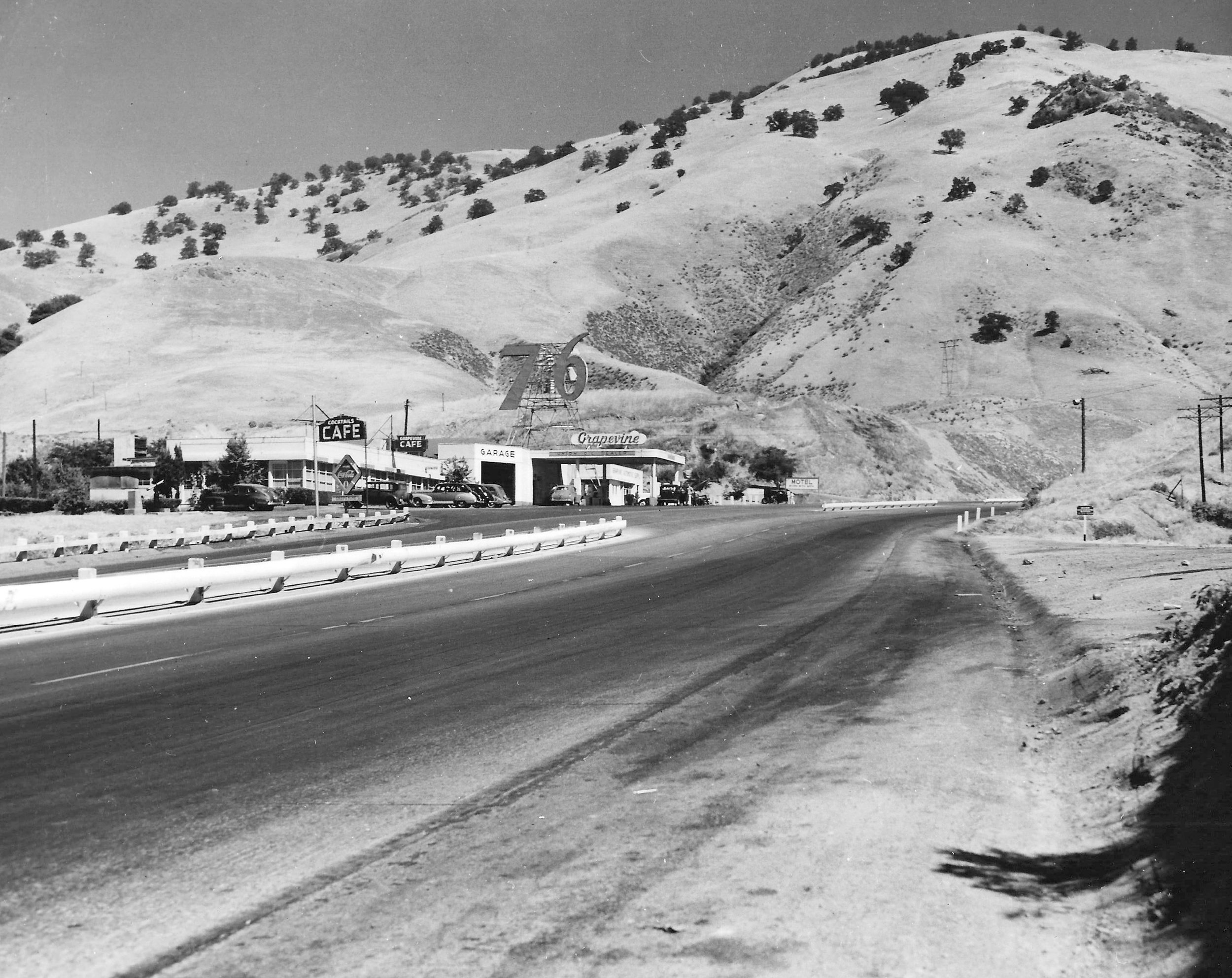 The café, garage and 76 station at the bottom of the Grapevine Grade bore witness to numerous crashes, as trucks came barreling down the incline and careened off the roadway. Photo courtesy Ridge Route Communities Historical Society.
