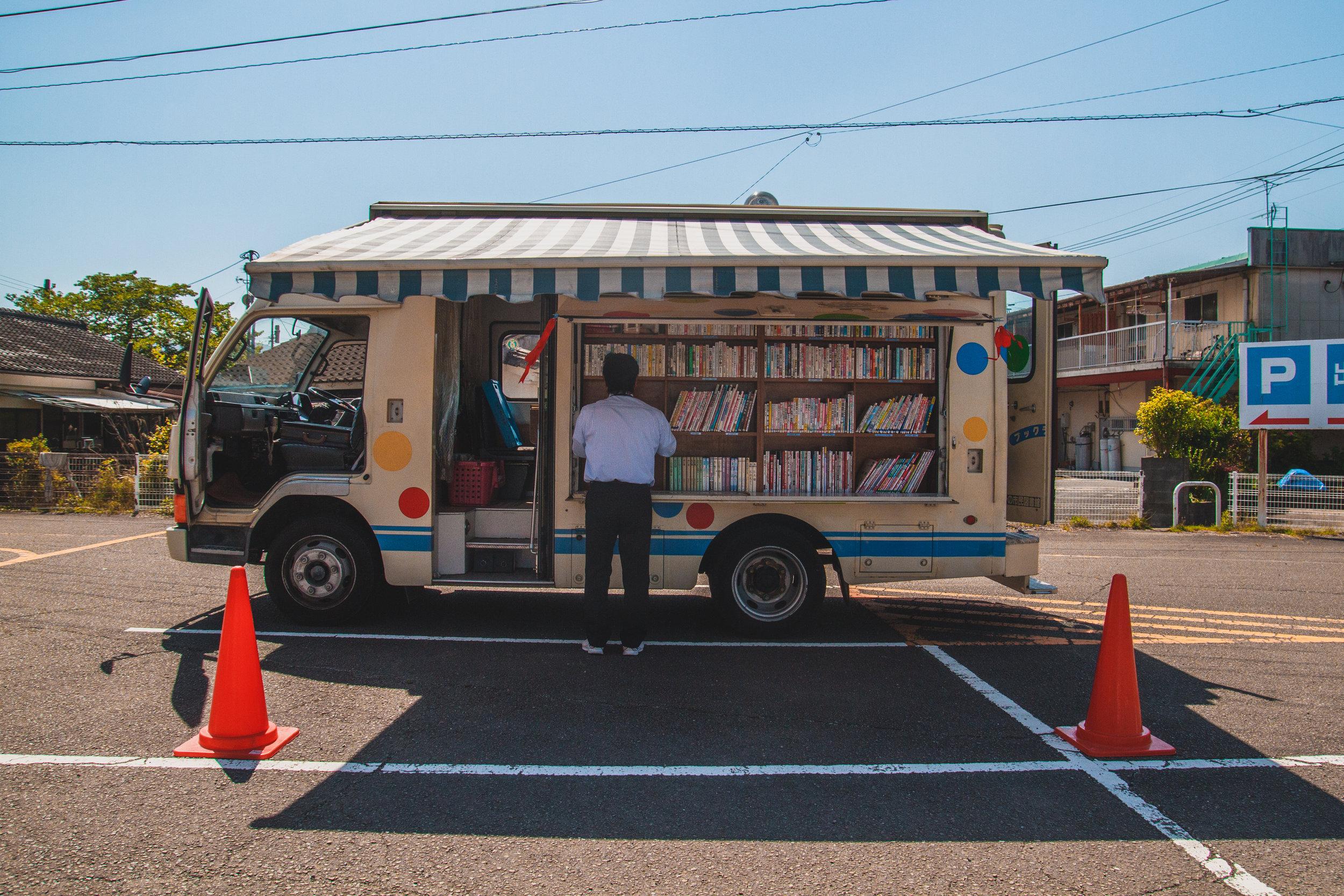Bookmobile, Ebino