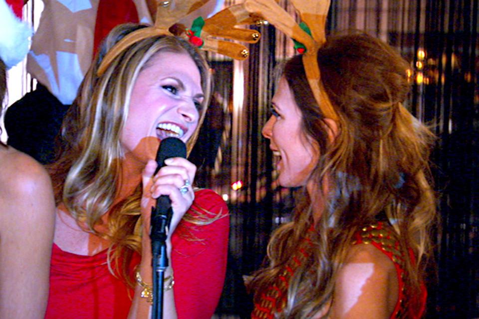 christmas-heather-thomson-carole-radziwill-jingle-bells