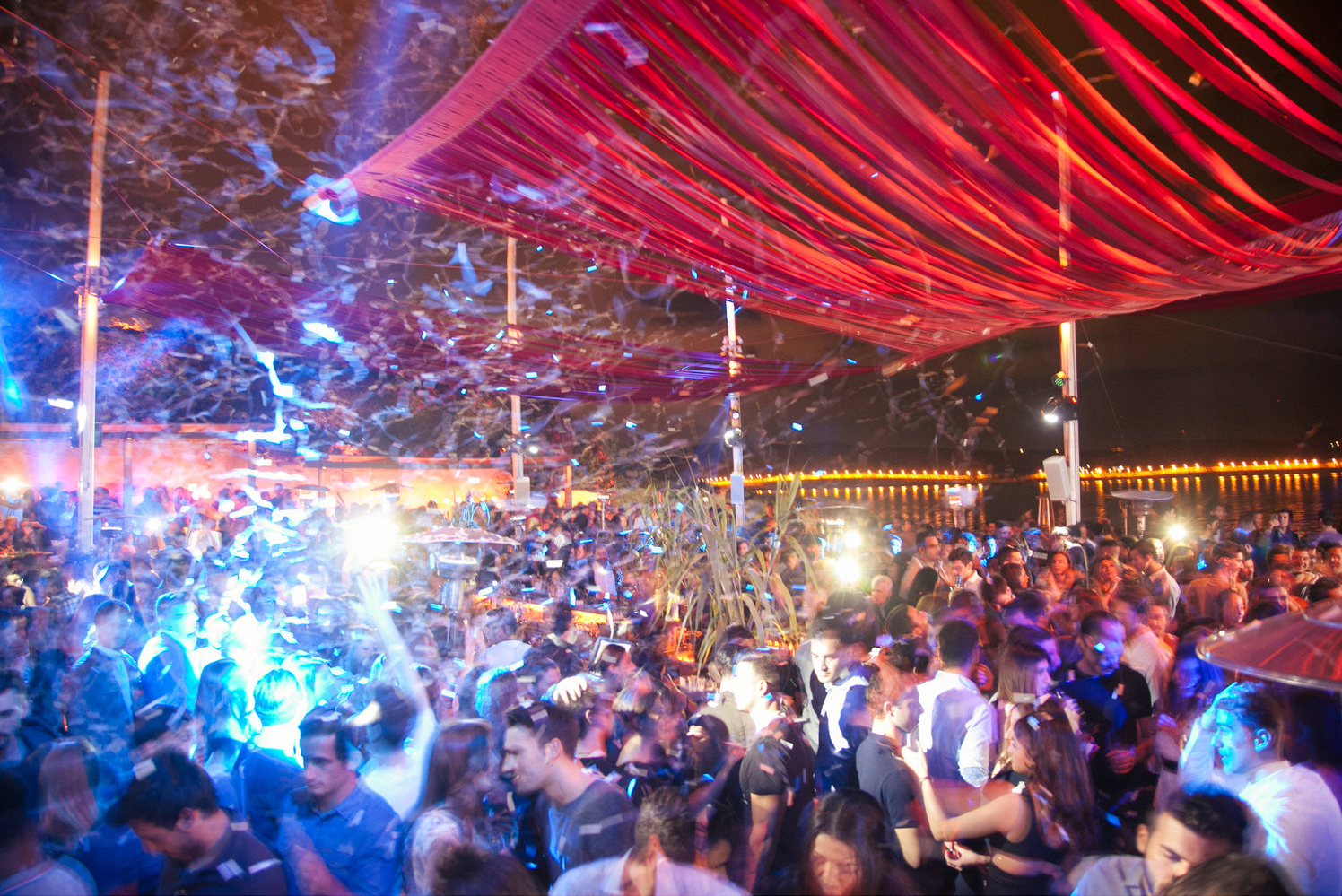Island-ers partying in the Athens Riviera (Picture by Island Club Restaurant)