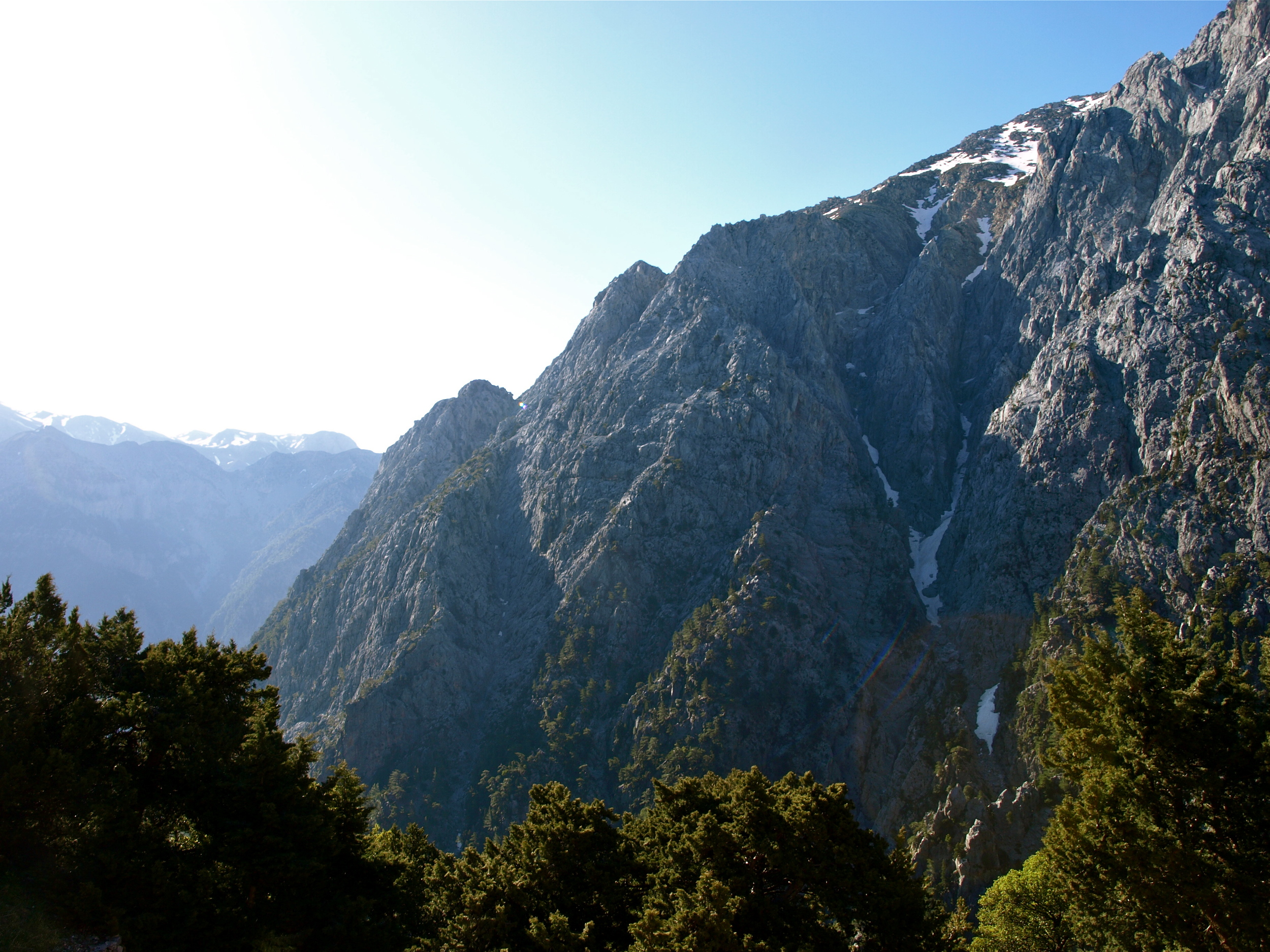 The dramatic start of the Samaria Gorge trail (Picture by Katherine Poseidon)