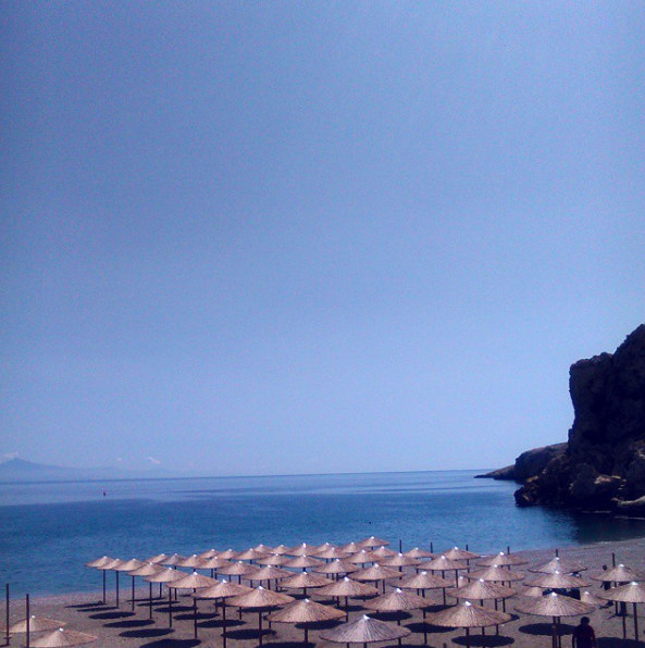 Kaki Thalassa in the Keratea area of Athens' suburbs (Picture by mary.almost_normal/Instagram)