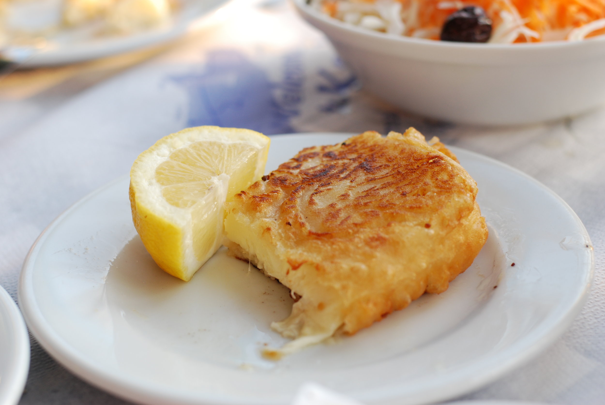 One of the best dishes in the 'Greek food hall of fame', the saganaki fried cheese (Picture by Merle ja Joonas / Flickr)
