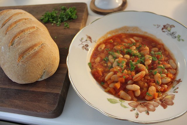 Greek-style bean soup, an ideal dish for cold days! (Picture by Alex Young Pedersen / Flickr)