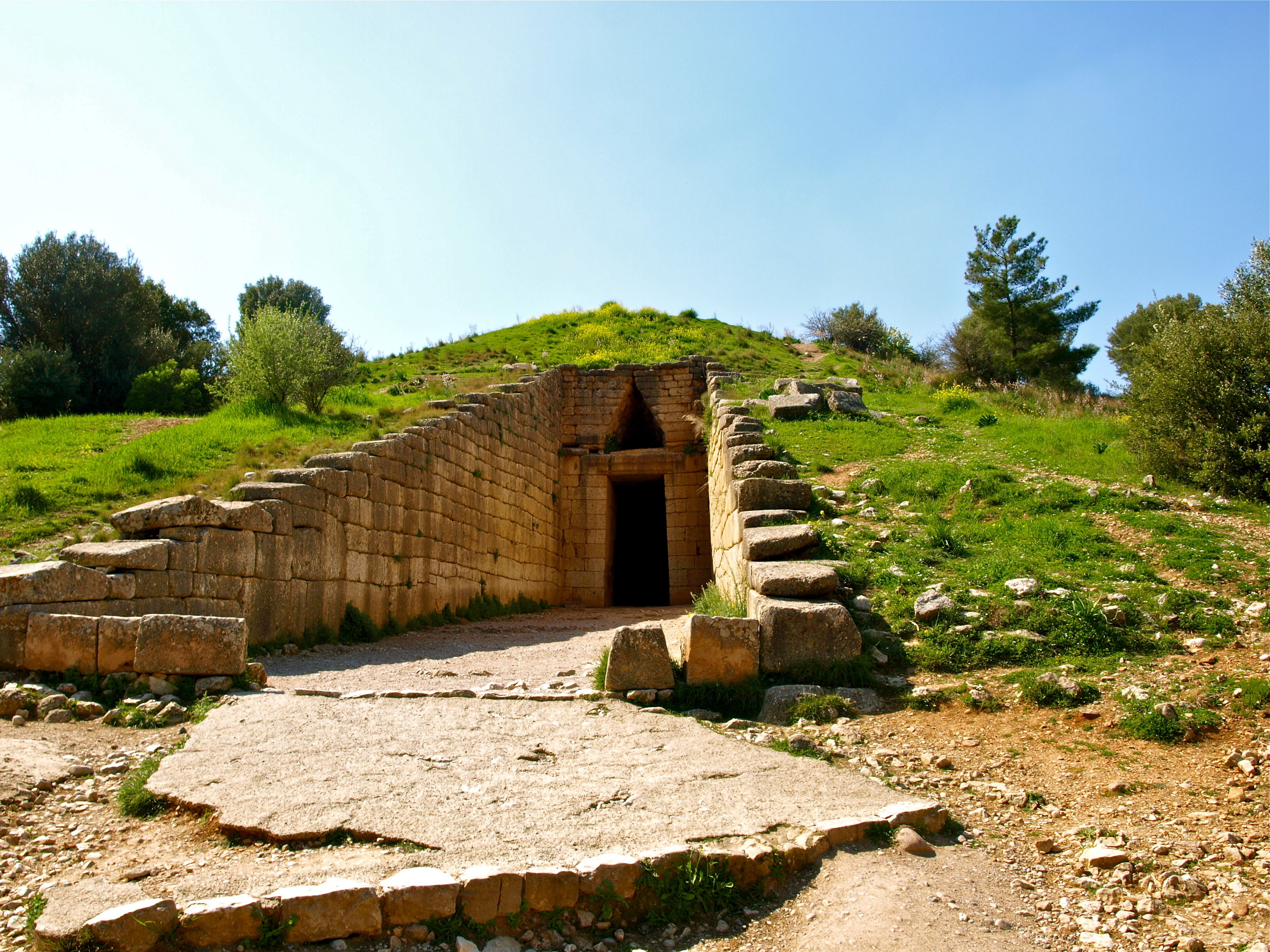 An impressive Ancient Mycenaen tomb (Picture by Katherine Poseidon)