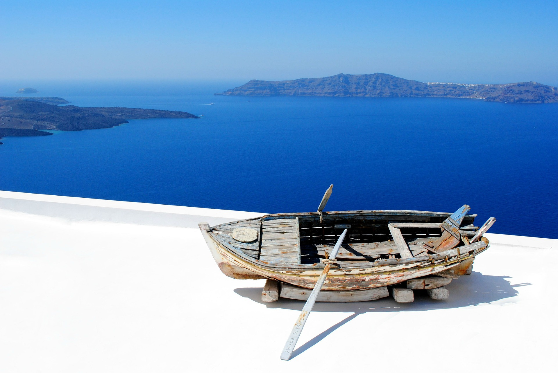 Santorini is a must for your Greek island hopping!