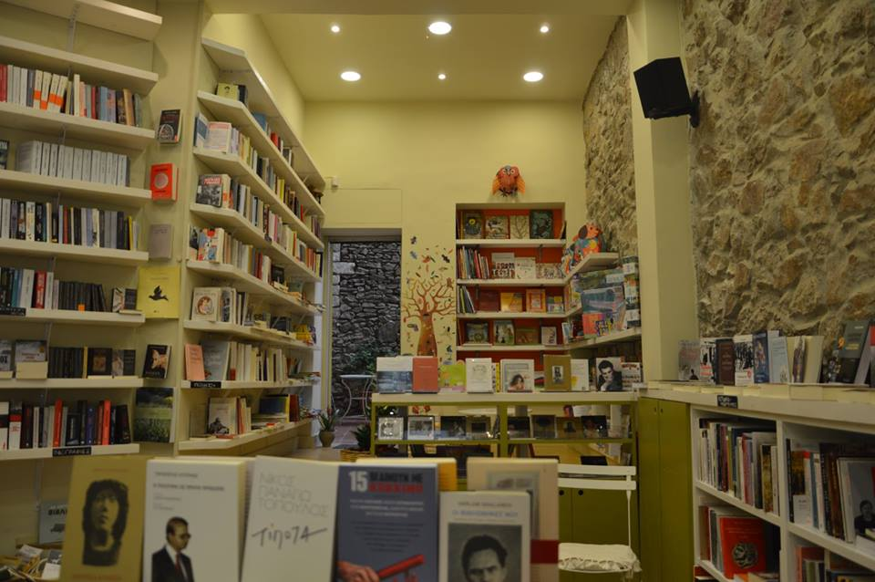 The magic world of the neighbourhood bookstore (Photo by Periplanisis/Facebook)