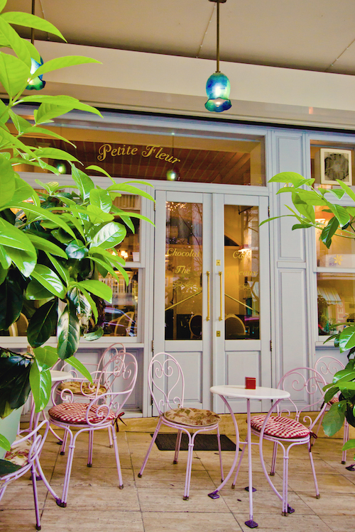 Petite Fleure in Kolonaki is ideal for a hot chocolate with our significant other! (Picture @petitefleurofficial / Facebook)