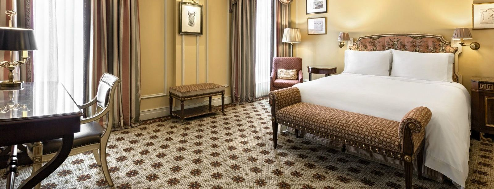 Pamper yourself and your loved one with an exclusive stay in one of Athens' most legendary hotels, the Hotel Grande Bretagne. (Picture via Hotel Grande Bretagne website)