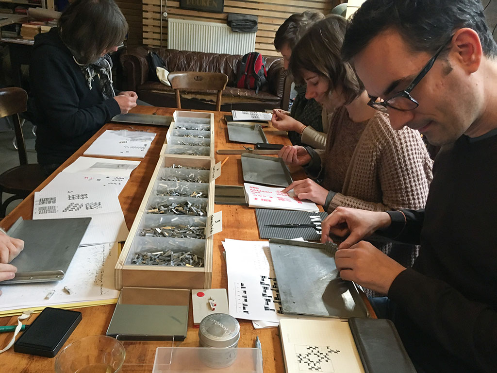 Students typesetting. Photo by Rolf Rosing (and Thomas Gravemaker)