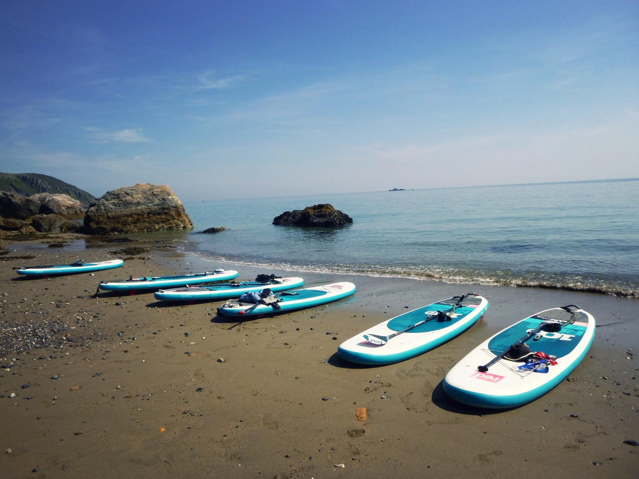 stand-up-paddleboard-picnic