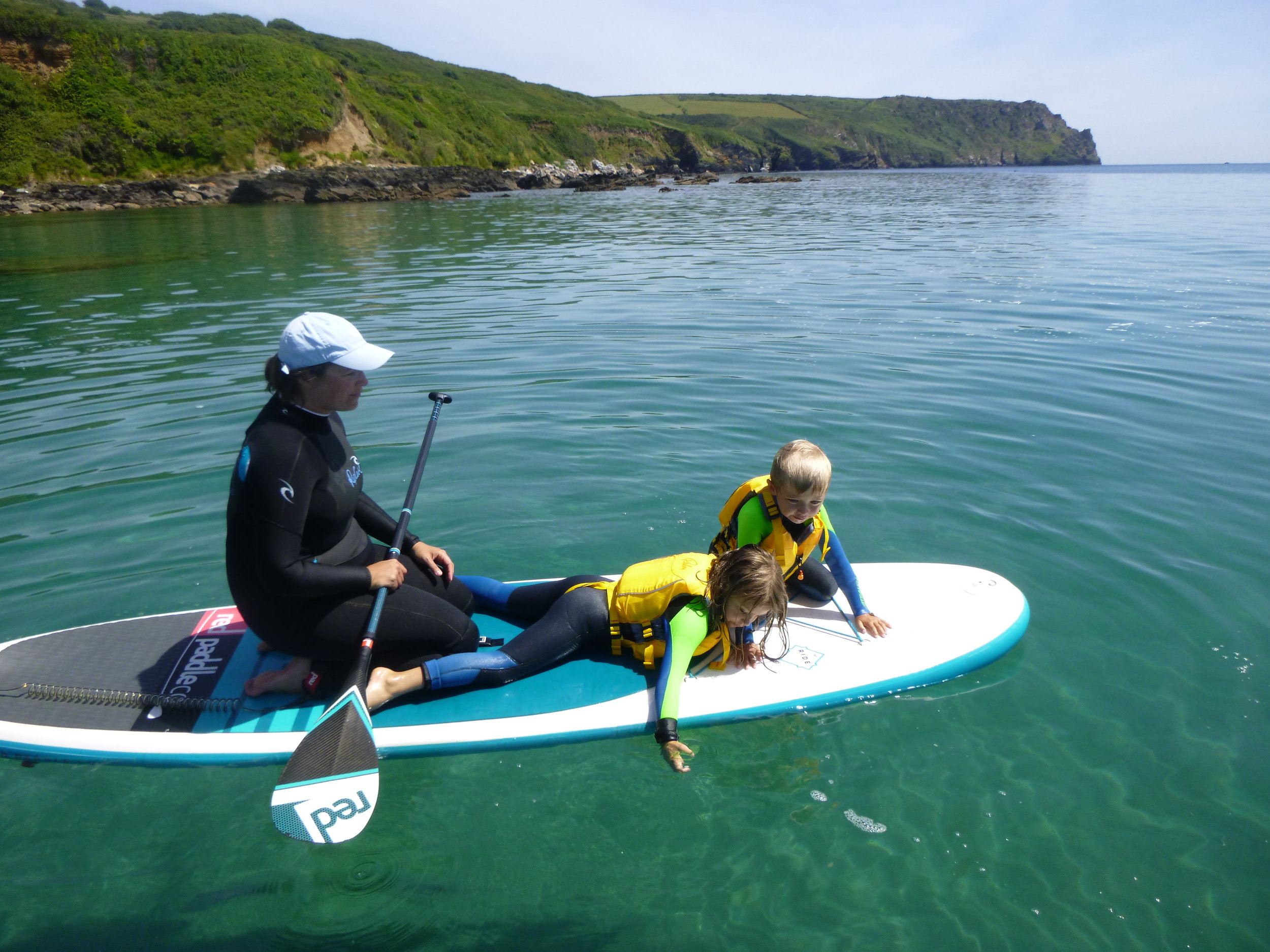 family-paddleboarding-watersport-activity-cornwall