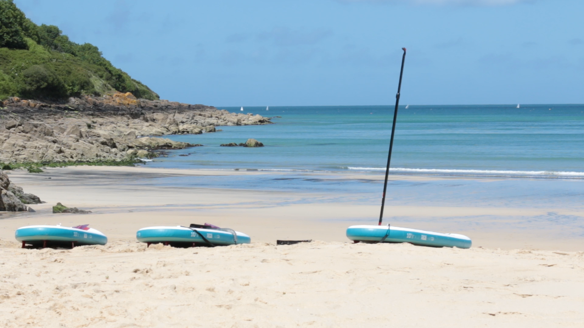 Carbis Bay is the perfect place to take a break before paddleboarding to St Ives.