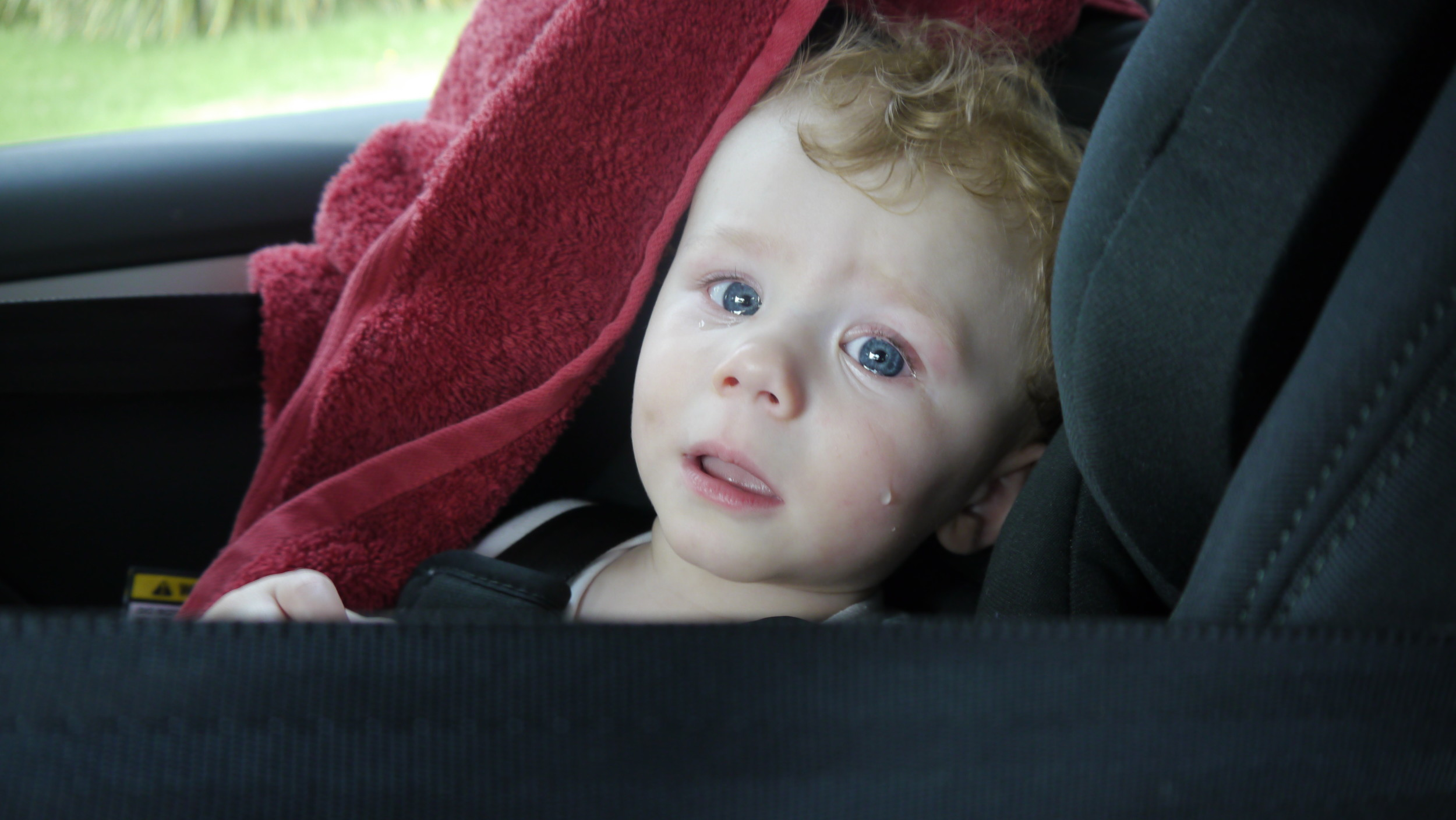 Mama, save me from the horrible car seat