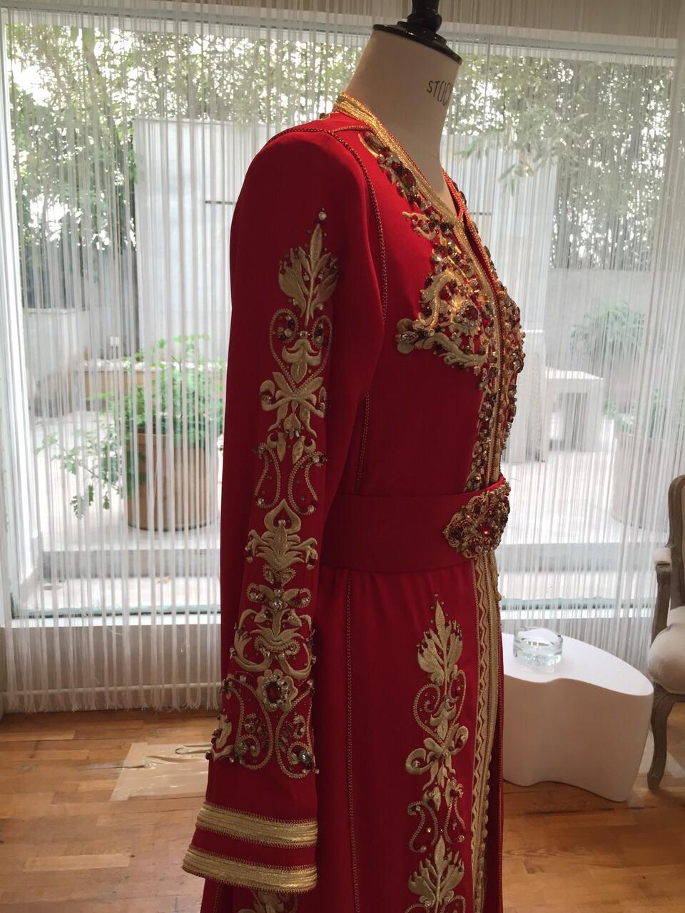 Caftan Haute Couture Fouzia Naciri - Création Broderie Rouge Show Room Détails