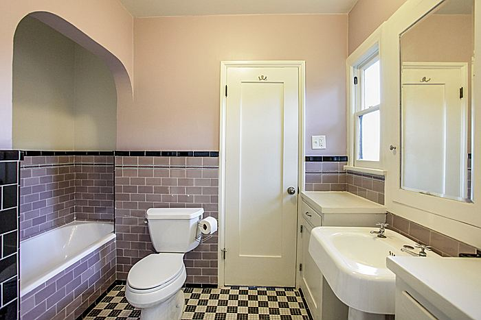 bathroom_700.jpg