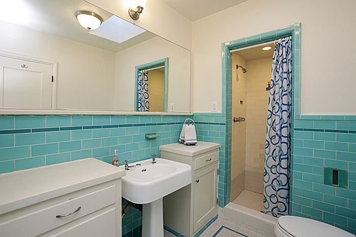 bathroom2_700.jpg